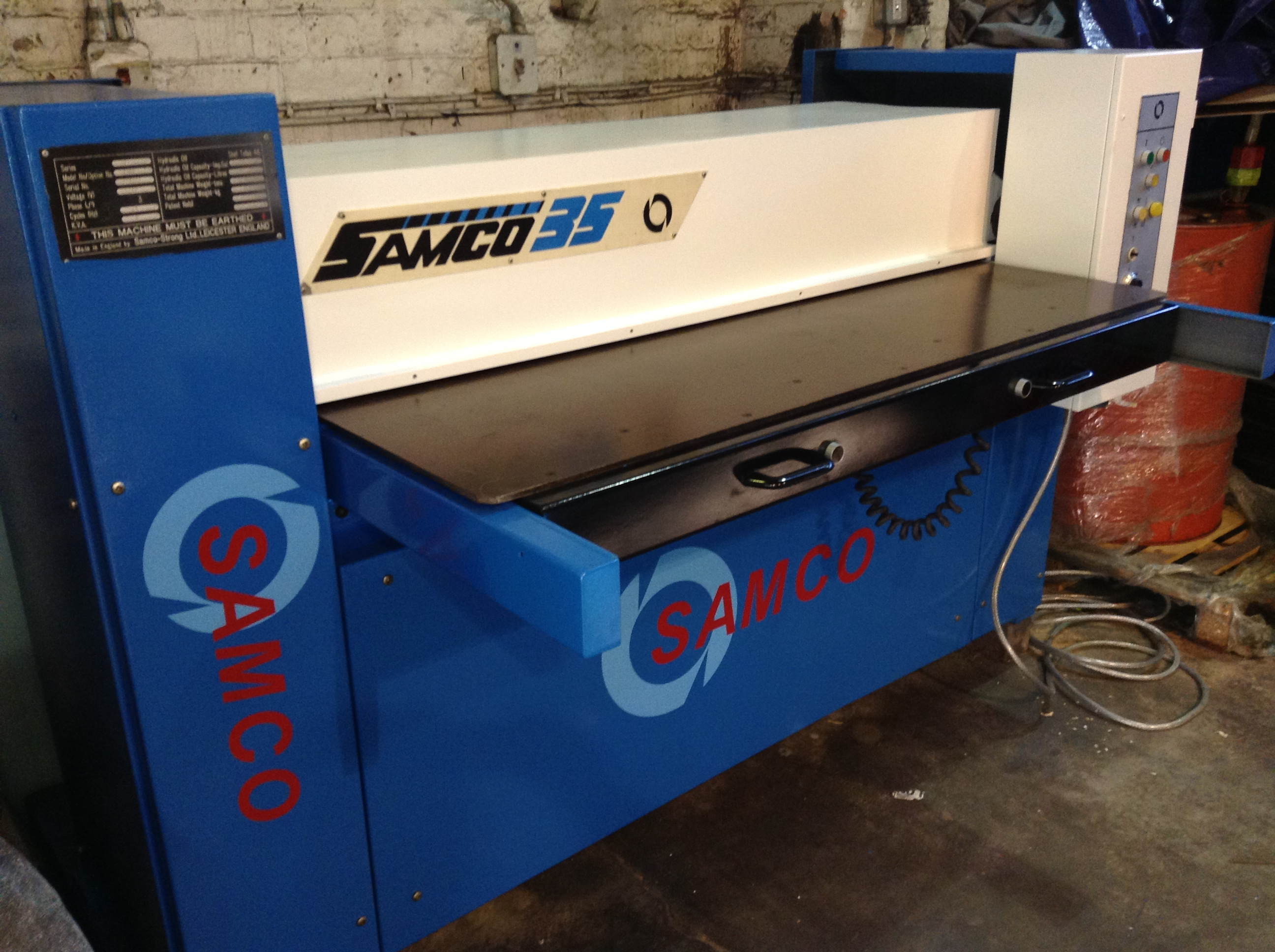 SAMCO SERIES 35 Full Beam Press with Front Table CUTTING AREA 1700 X 1400 35 TON CUTTING PRESSURE