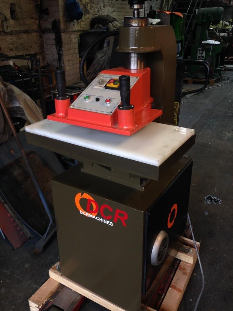 BRAND NEW DCR 12 TON SAMPLE ROOM PRESS TABLE  800mm X 400mm  Head: 380mm