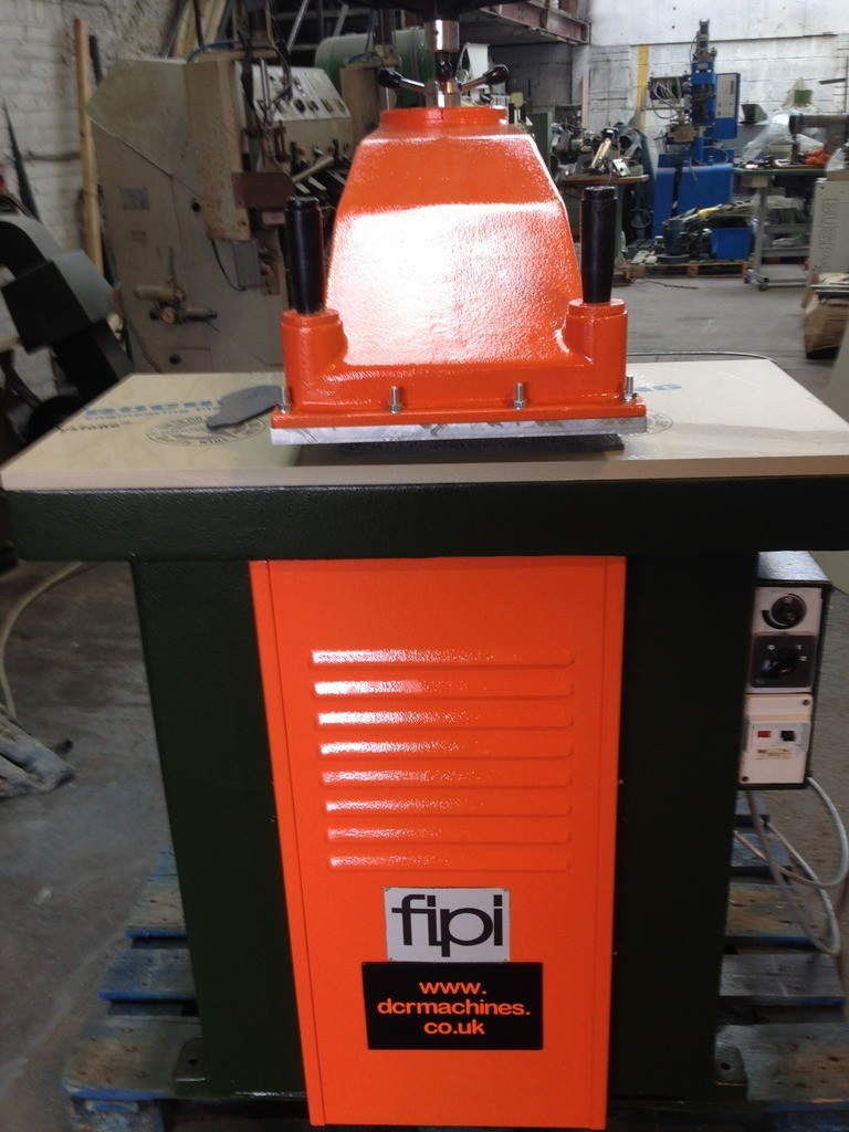 FIPI F36 SWING ARM CLICKER PRESS 20 TON CUTTING PRESSURE 900 X 430 TABLE